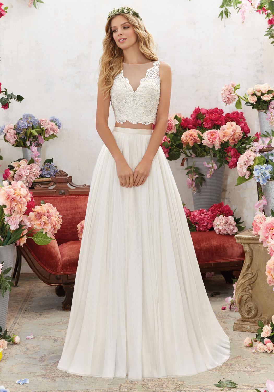 a6ac8fe0381b Bohemisk brudklänning med kjol och korsett.