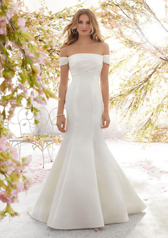 7c0e5dd3255e Brudklänningar och bröllopskläder för hela sällskapet, både dam ...