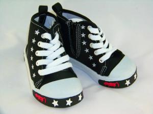 Hög svart sneakers
