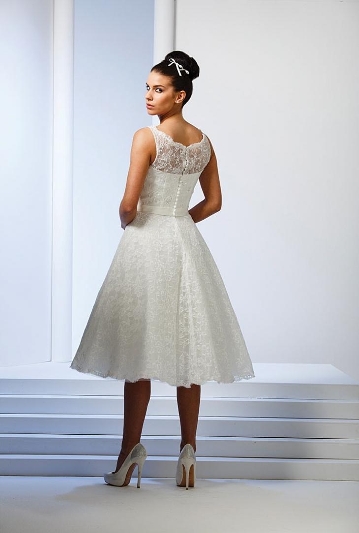 e57866959744 Härliga korta vadlånga bröllopsklänningar i 50- och 60-tals stil.