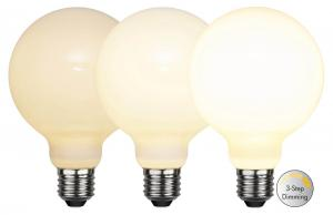 E27 Glob95 RA90 3-Stegs Dimbar 7.5W 2700K 800lm Opal LED-Lampa