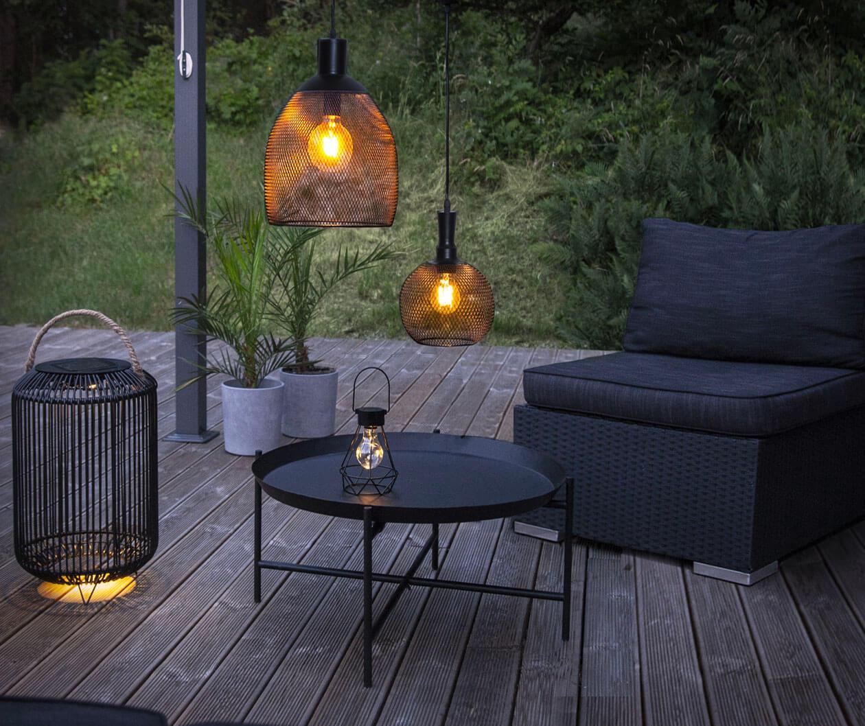 Köp solcellsbelysning för din trädgård, altan eller balkong från stort sortiment hos Ljus & Miljö