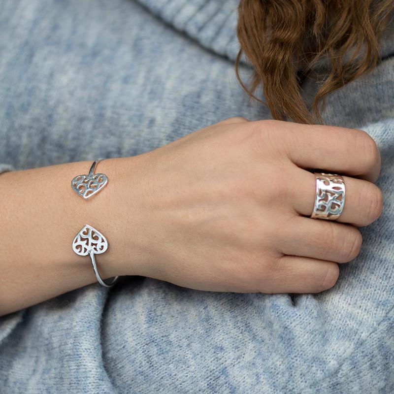 Unikt armband i silver från smyckesdesigner Camilla Mustikka