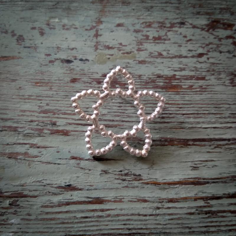 Pins eller slipsnål i silver i form av en stjärna