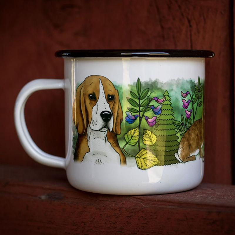 Vit emaljmugg med motiv av hundrasen beagle från Eplaros