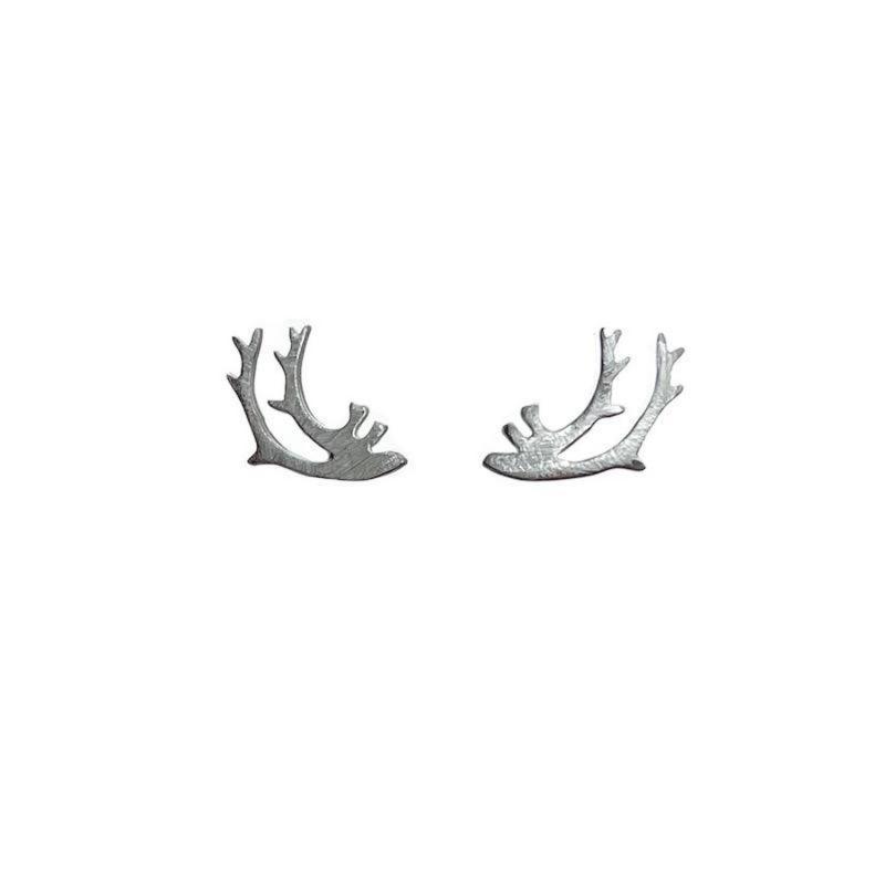 Silverörhängen med renhorn från Erica Huuva