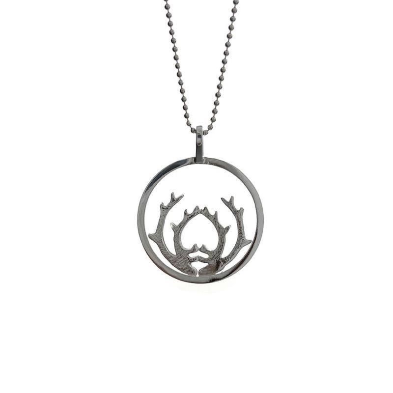 Halsband i silver med renhorn från Erica Huuva