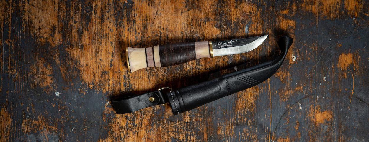 jaktkniv med renhorn och svart knivslida i läder