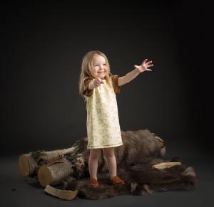 Klänning med renmotiv från Kläppi i fairtrademärkt bomull
