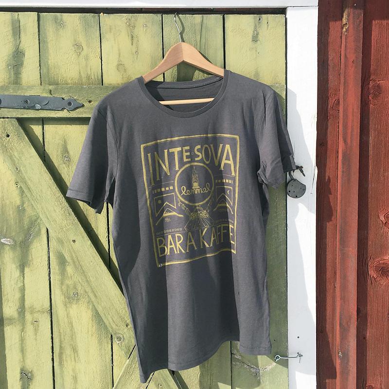 Lemmel t-shirt i ekologisk bomull och modal med trycket Inte sova bara kaffe