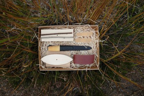 Presentlåda med täljkit för träbåt från Täljogram