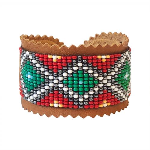Armband av handgarvat renskinn med vävda glaspärlor Zarah Matti