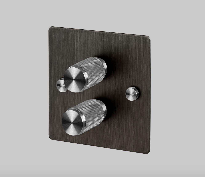 Buster & Punch brons platta med dubbel vridströmbrytare i stål
