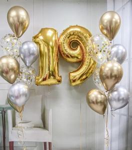 19th Birthday Ballong set i Guld/Silver.