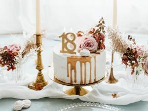 Cake Ljus - 18 i guld, 7.5cm