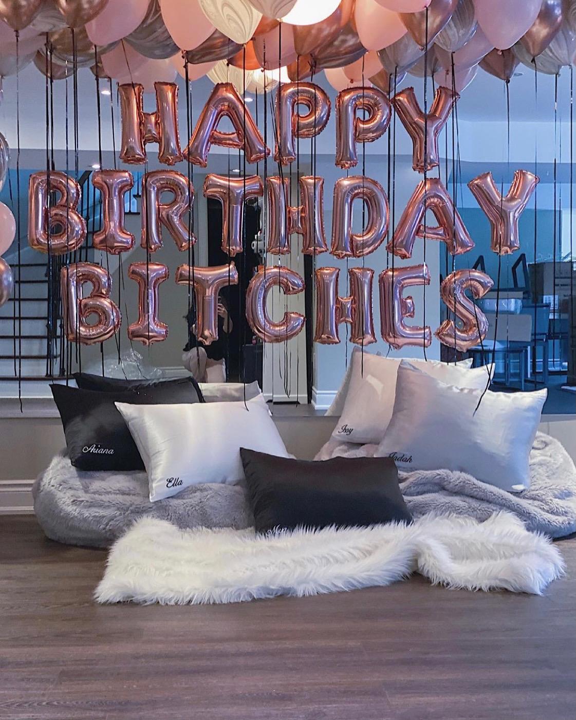 Happy Birthday Bitches i  RosaGuld.