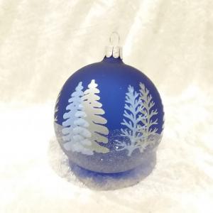 Blå matt dekor av granar i blått och silver