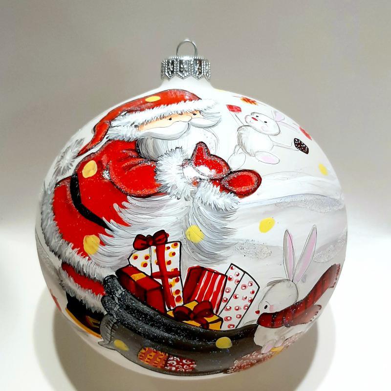 Vit matt med tomte med julklappssäck