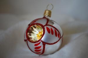 Julgranskula 5 cm silver/röd-dekor