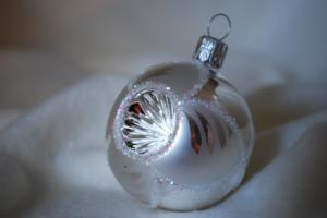 Julgranskula 5 cm  silver/vit-dekor