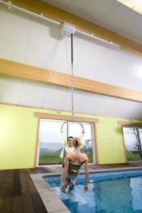 Handicap lift ceiling