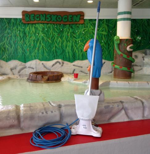 Pool bottom cleaner for Rodeco pools
