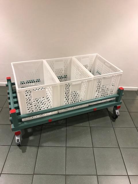 Förvaringsvagn med plastbackar 1380 x740 x260/460 mm