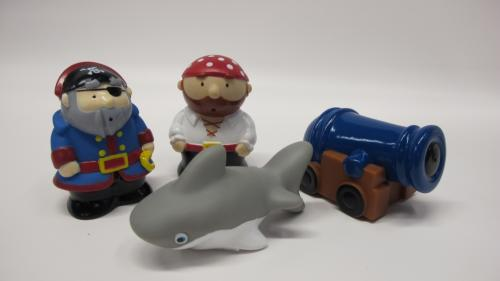 Bath toys with pirates