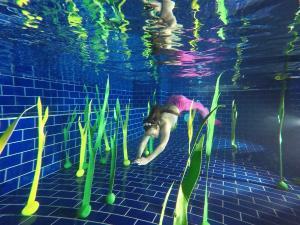Seaweed to mermaid swimming in the water (Dark green) 120cm
