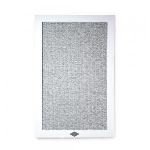 Vägghängd klösmöbel för katt i form av en tavla med vitlaserad träram och klösplatta i 100% grå öglad ull. av Miwo Design.