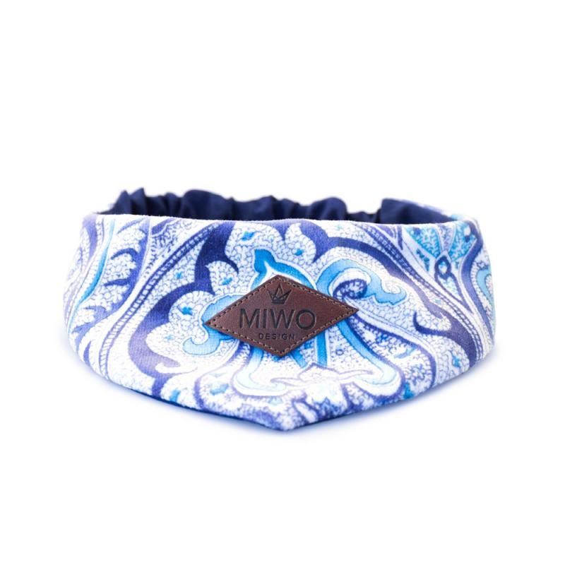 Hund scarf med paisley mönster i mörkblått, ljusblått och vitt.