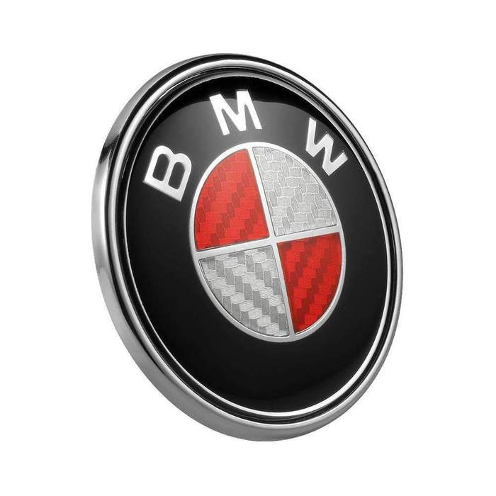 Röd kolfiber BMW emblem till huv och baklucka