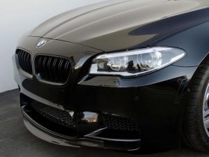 BMW F10 F11 njurar grill med dubbelribb. Glossy black