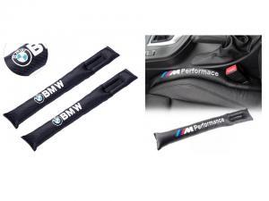 BMW logo samt M performance kuddar till bilen