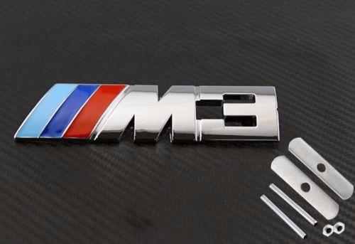 BMW M3 emblem märke till grillen. M3 badge