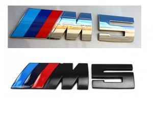 BMW M5 emblem märke till bilen i svart och silver