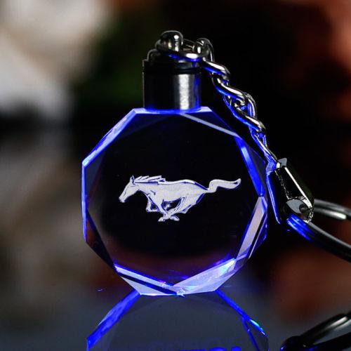 Ford Mustang LED kristall nyckelring nyckelhänge