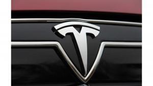 Snygg Tesla T emblem till bilens skärmar eller baklucka