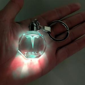 Tesla LED kristall nyckelring med alla färger