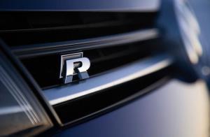 Volkswagen VW R emblem till grillen svart och silver