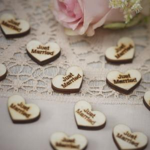 "Heart Wood Confetti ""Just Married"" - Vintage Affair"