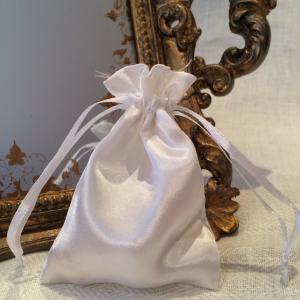White Satin Gift Bags - vita satinpåsar