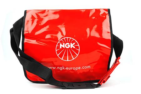 NGK Axelremsväska, röd lack