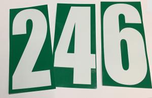 Siffror , vit på grön