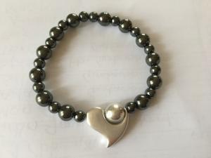 Armband hematitpärlor hjärta silver