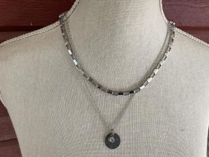 Halsband dubbelt stål m berlocker