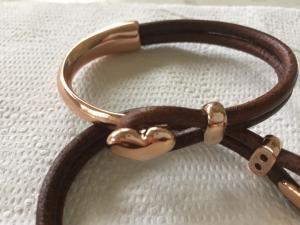 armband läder/metall-rose-hjärta- brunt läd
