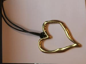 Halsband läder hjärta/guld