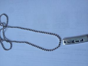 Halsband med en tag.