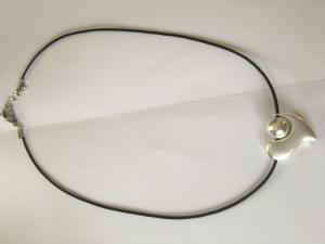 Halsband kort hjärta/boll silver